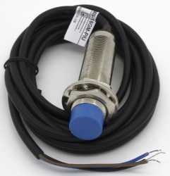 XAM8-18GM series signal output inductive proximity sensor